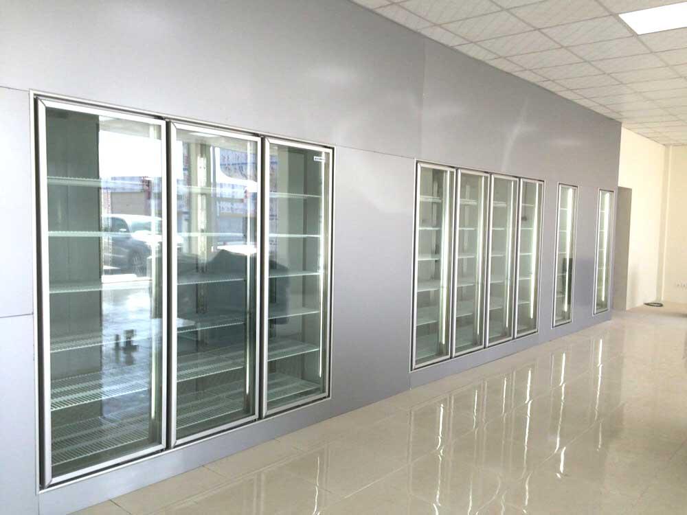 غرف التبريد الخاصة لعرض المنتجات داخل االسواق المركزية